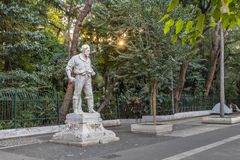Estátua de Anhanguera na frente do parque de Trianon na avenida de Paulista - Sao Paulo, Brasil foto de stock royalty free