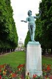 Estátua de bronze em um jardim Foto de Stock
