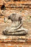 Estátua de buddha de dano imagens de stock royalty free