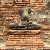 Estátua de buddha de dano imagem de stock