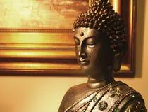 Estátua de Buddha dentro de uma casa Fotografia de Stock Royalty Free