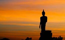 A estátua de Buddha em Phuttamonthon, Nakhon Pathom É lugar público para BuddhistSiluate Imagem de Stock