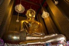 Estátua de Buddha na igreja Imagens de Stock