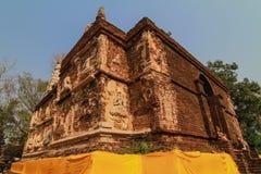 Estátua de Buddha na parede Fotografia de Stock Royalty Free