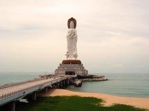 A estátua de Buddha no console de Hainan chinês Imagens de Stock Royalty Free