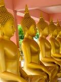 Estátua de Buddha no templo Fotografia de Stock Royalty Free