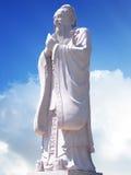 Estátua de Confucius com fundo do céu Imagem de Stock