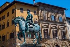 A estátua de Cosimo Eu de Medici no della Signoria da praça em Florença, Itália foto de stock