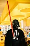 A estátua de Darth Vader de Star Wars montou de Lego In Lego foto de stock royalty free