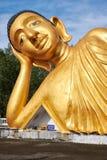Estátua de encontro da Buda Fotografia de Stock Royalty Free