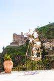 Estátua de Francis Ford Coppola em Savoca, Sicília Fotos de Stock Royalty Free