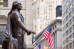 A estátua de George Washington no Salão federal em New York fotografia de stock