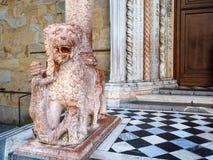 estátua de Giovanni Da Campione Porch em Bergamo fotografia de stock