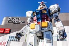 Estátua de Gundam na cidade tokyo do mergulhador do odaiba Fotografia de Stock Royalty Free