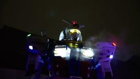Estátua de Gundam na noite Fotografia de Stock Royalty Free