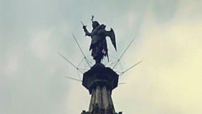 Estátua de Hall Saint Michael da cidade de Bruxelas vídeos de arquivo