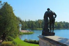 A estátua de Hercules de Farnese e da grande lagoa Imagens de Stock Royalty Free