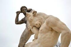 Estátua de Hercules e de Minotaur no jardim de Tuileries foto de stock royalty free