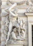 Estátua de Hercules que massacra o Hydra de Lernaean, palácio de Hofburg, Viena, Áustria imagens de stock