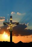 Estátua de Jesus Christ contra o fundo do céu da manhã ou da noite fotografia de stock