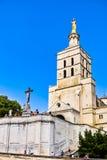 Estátua de Jesus Christ e palácio dos papas fotografia de stock