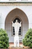 Estátua de Jesus no pátio Fotos de Stock Royalty Free