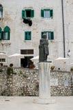 Estátua de Juraj Dalmatinac situada em um quadrado central foto de stock royalty free