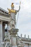 Estátua de justiça da senhora no parlamento que constrói Viena Fotografia de Stock Royalty Free