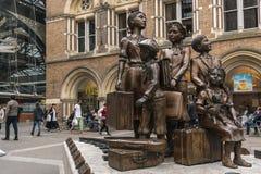 A estátua de Kindertransport em Londres, Inglaterra, Reino Unido Fotografia de Stock