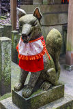 Estátua de Kitsune, santuário xintoísmo, Japão Fotos de Stock Royalty Free