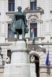 Estátua de Lajos Kossuth e da construção governamental nos CPE, Hunga Fotos de Stock Royalty Free