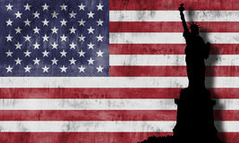 Estátua de liberdade e da bandeira americana. Foto de Stock