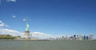 Estátua de liberdade e de NYC fotografia de stock