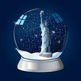 Estátua de liberdade no globo de vidro Imagens de Stock