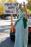Estátua de liberdade no protesto do matrimónio homossexual Imagens de Stock