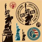Estátua de liberdade & de por do sol de New York City ilustração royalty free