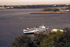 Estátua de Liberty Cruise Boat Imagem de Stock Royalty Free