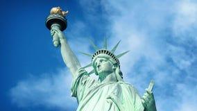 Estátua de Liberty In The Sun vídeos de arquivo