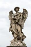 Estátua de mármore do anjo com os chicotes Fotos de Stock