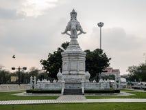 Estátua de mármore do elefante na estrada de Ratchadamnoen, Banguecoque, tailandesa Fotografia de Stock Royalty Free