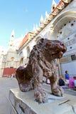Estátua de mármore vermelha do leão no quadrado de St Mark em Veneza, Itália Foto de Stock