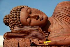 Estátua de madeira de Buddha, com os olhos fechados foto de stock royalty free