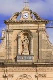Estátua de Maria na fachada da igreja em Malta Imagem de Stock