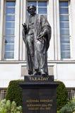 Estátua de Michael Faraday em Londres Imagens de Stock