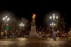 Estátua de Minckeleers no mercado em Maastricht imagens de stock royalty free