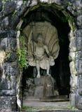 Estátua de Netuno com tridente à disposição em Bergpark, marco de Imagens de Stock
