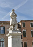 Estátua de Niccolo Tommaseo em Veneza, Itália Foto de Stock Royalty Free