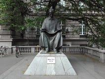 Est?tua de Nikola Tesla em Belgrado fotos de stock