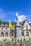 A estátua de nossa senhora de Lourdes, França imagens de stock royalty free