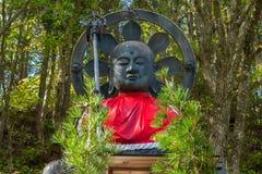 Estátua de Otake Jizo na frente do templo de Nyonindo em Koyasan, Wakayama fotografia de stock royalty free